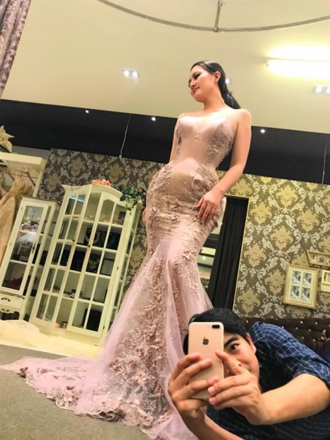 Thanh Bình đưa Ngọc Lan đi thử váy cưới