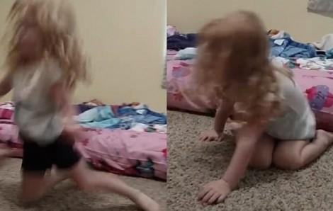 Bé gái liệt hai chân vì ve chó cắn
