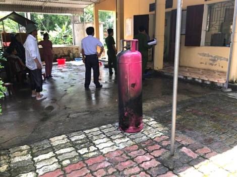 Trường sơ tán khẩn cấp hàng trăm học sinh vì bình ga bốc cháy