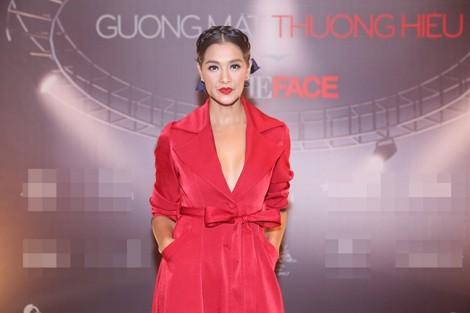 3 người mẫu Việt bị phản ứng vì trễ giờ khi có khách mời quốc tế