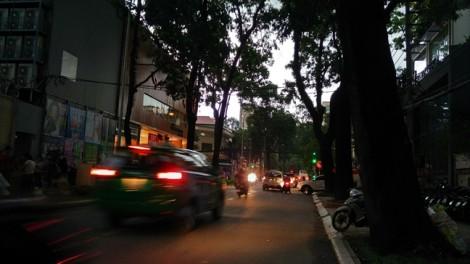 Ngốn 160 tỷ chống ngập, đường Nguyễn Văn Quá vẫn thành sông