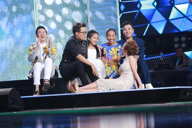 Duong Trieu Vu che Doan Trang gia tren ghe nong