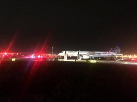 Máy bay của United Airlines cháy động cơ khi cất cánh