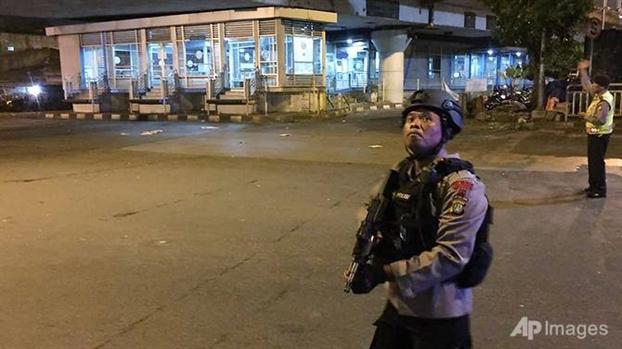 Danh bom nham vao canh sat o Jakarta, 5 nguoi thiet mang