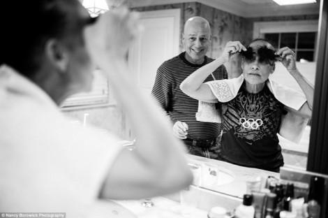 Bộ ảnh cặp vợ chồng già cùng chiến đấu với bệnh ung thư đến khi lìa đời