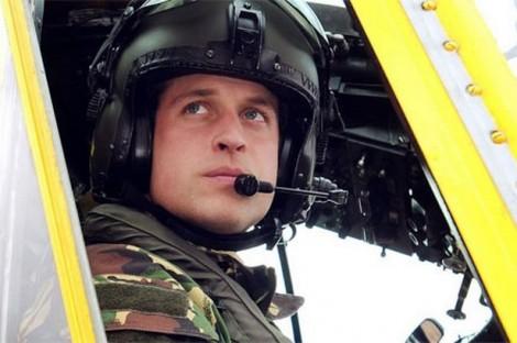 Hoàng tử Anh William lái máy bay cứu nạn nhân đuối nước