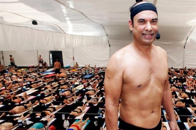Bac thay yoga Bikram Choudhury bi bat vi quay roi tinh duc