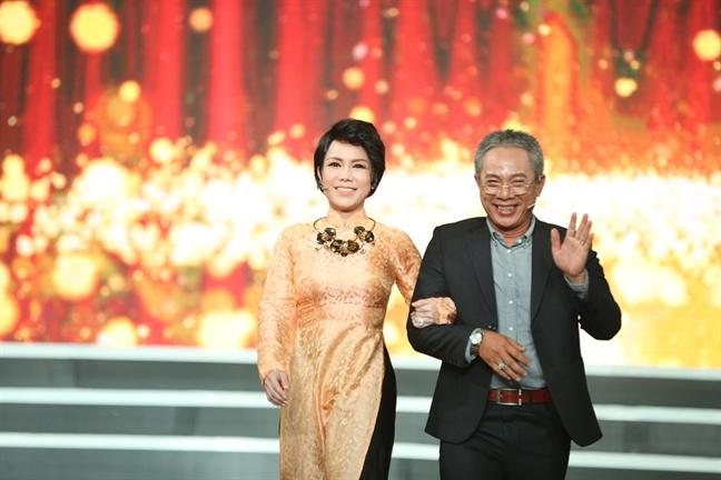 Nghe si Trung Dan lam giam khao gameshow sau on ao voi Huong Giang Idol