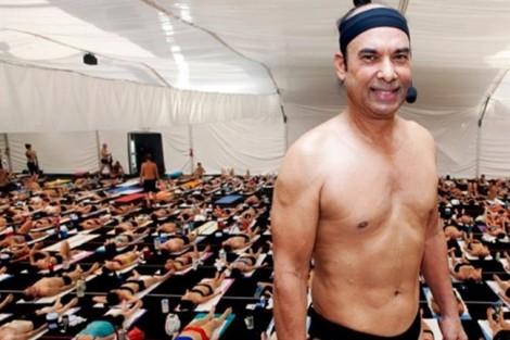 Bậc thầy yoga Bikram Choudhury bị bắt vì quấy rối tình dục