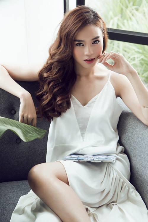 Ninh Duong Lan Ngoc: Toi khong gianh vai cua Angela Phuong Trinh!