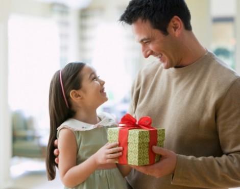 5 món quà chứa chan tình cảm và bổ ích nên tặng trẻ nhân ngày 1/6
