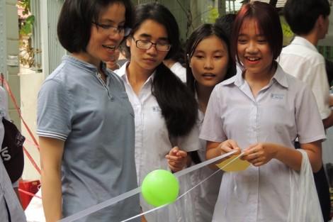 300 trẻ em nghèo tràn ngập niềm vui trong Ngày hội yêu thương