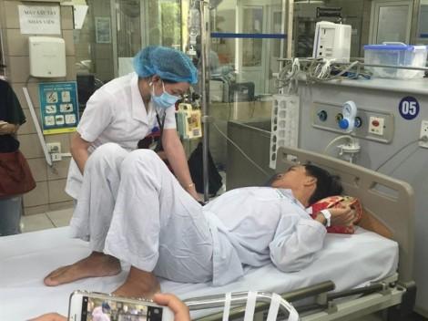 Bệnh nhân nguy kịch vụ sốc phản vệ ở Hòa Bình đang vượt cơn thập tử nhất sinh
