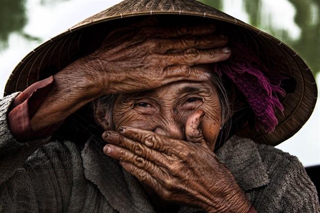 Thien nhien va con nguoi Viet Nam qua ong kinh cua nhiep anh gia Rehahn