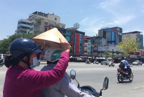 Người Hà Nội vật vã trong nắng nóng kỷ lục
