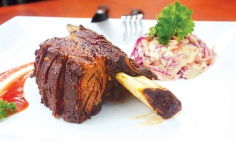 Sườn bò xông khói, cánh gà chiên cà ri ngon miệng cuối tuần