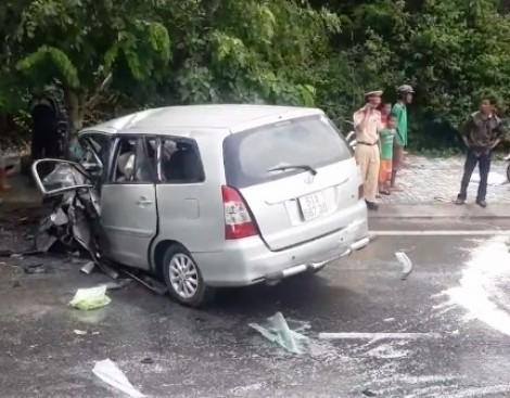 Ôtô tông trực diện trên quốc lộ, nhiều người văng khỏi xe