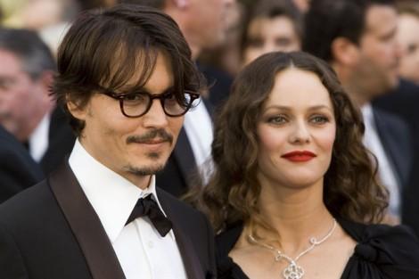 'Cướp biển' Johnny Depp van xin Vanessa Paradis trở lại