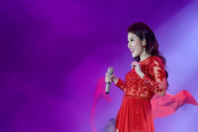 Thu Minh va Toc Tien ru nhau sexy, lam 'no tung' pho bien