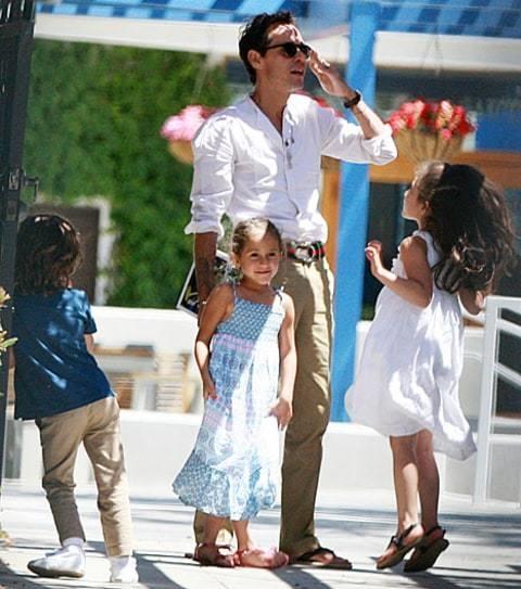 Jennifer Lopez: Tinh tre phan boi, chong cu cham soc 2 con