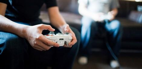 Nam giới ghiền chơi game sẽ khó xuất tinh sớm?