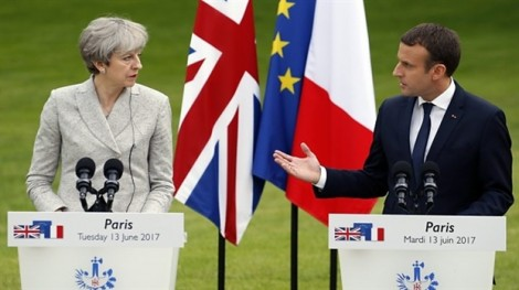 Tổng thống Pháp Macron bất ngờ gợi ý 'cứu nguy' nữ Thủ tướng Anh