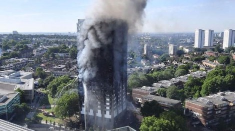 Vụ hoả hoạn London: Toà nhà bị thiêu rụi, nhiều người nhảy lầu thoát thân