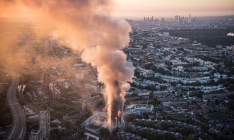 Cháy cao ốc London: Thời khắc kinh hoàng khi thảm hoạ bùng phát