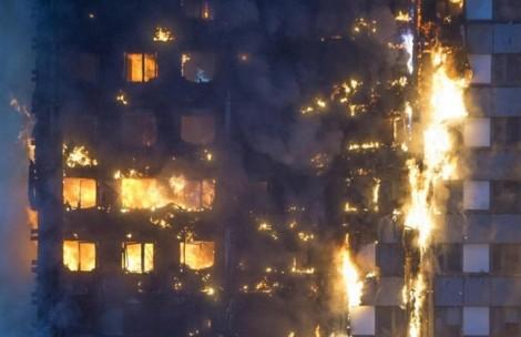 Cháy cao ốc London: Mẹ tuyệt vọng ném con từ tầng 10 để khỏi chết cháy
