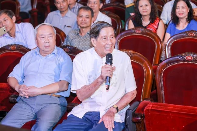 Nguyen Thuy Kha 'mai chu' ra... 13 cuon sach