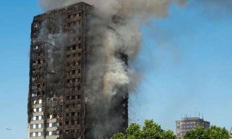 Cháy cao ốc ở London: Ban quản lý làm ngơ trước lo sợ của người dân