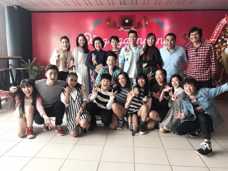 Cát Tường thành 'bà bầu' quản lý nhóm nhạc đông thành viên nhất Việt Nam
