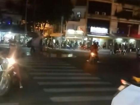 Công an nổ súng chỉ thiên trấn áp hỗn chiến giữa xe ôm truyền thống với Grabbike