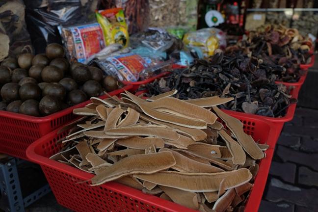 Xu phat 2 cua hang duoc lieu ban thuoc dom o pho Dong y