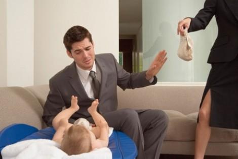 Tôi kiệt sức vì nuôi con cùng người chồng bảo thủ
