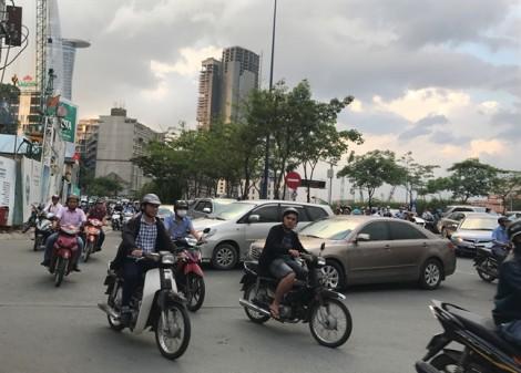 Phân luồng bất hợp lý, cửa hầm sông Sài Gòn kẹt triền miên