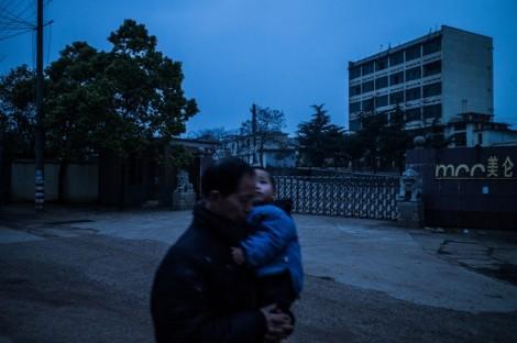 Công lý nào cho những đứa trẻ ngớ ngẩn vì nhiễm độc chì ở Trung Quốc
