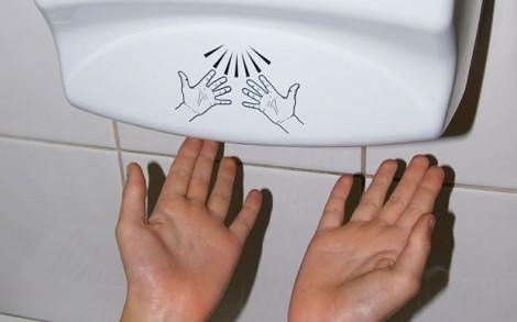 Tại sao nhiều người sợ máy sấy tay trong nhà vệ sinh công cộng?