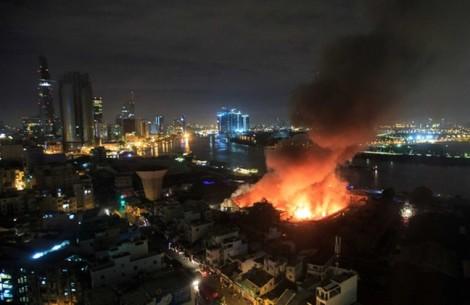 Hàng trăm chiến sĩ căng mình dập tắt vụ cháy nổ lớn ở cảng Sài Gòn