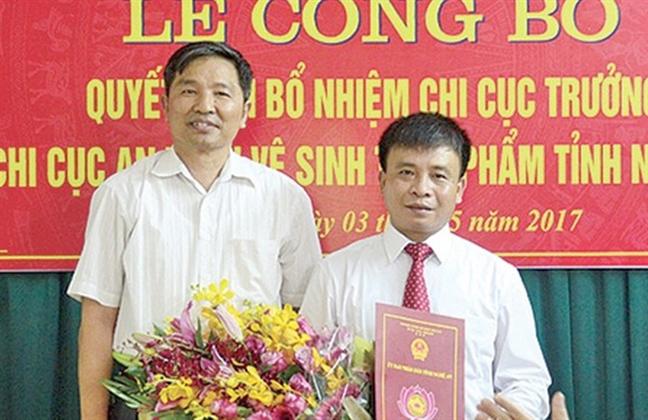 Chi cuc truong xuong lam Pho giam doc sau nghi van sinh con thu 4
