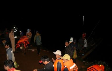 Cả làng suốt đêm đi tìm thi thể hai đứa bé chăn trâu bị đuối nước thương tâm