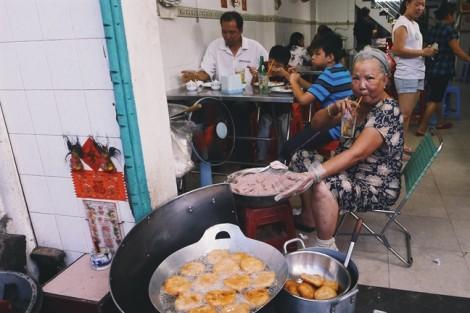 Quán cơm tấm nức danh cầu chữ Y ở Sài Gòn