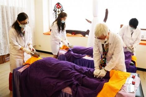 Người thích massage bằng dao có tâm lý không bình thường