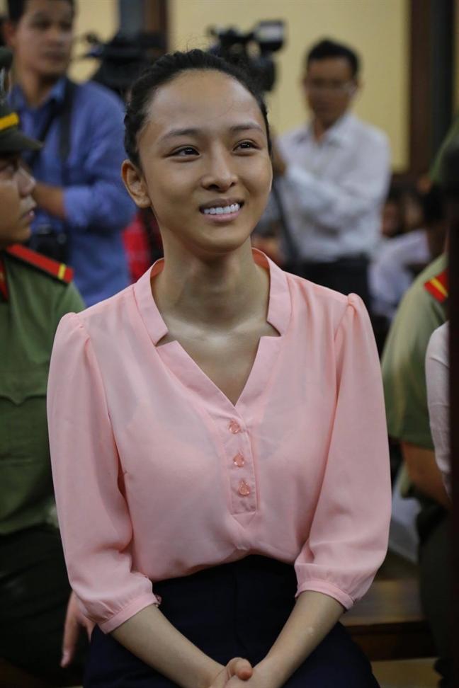 Hoa hau Phuong Nga duoc tai ngoai, tra ho so vu an