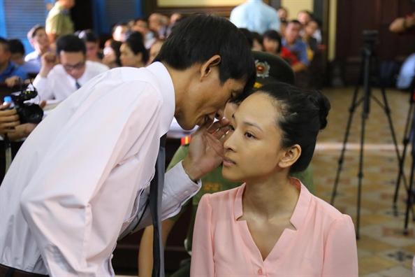 Phuong Nga rang ro roi toa, Cao Toan My lang le ra ve