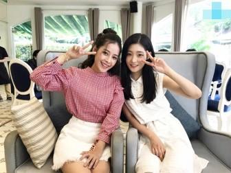 Chi Pu nhắng nhít cùng Chaeyeon giao lưu với người hâm mộ