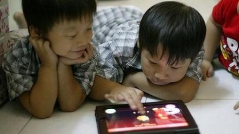 Ba mẹ và gia đình, con và… smartphone