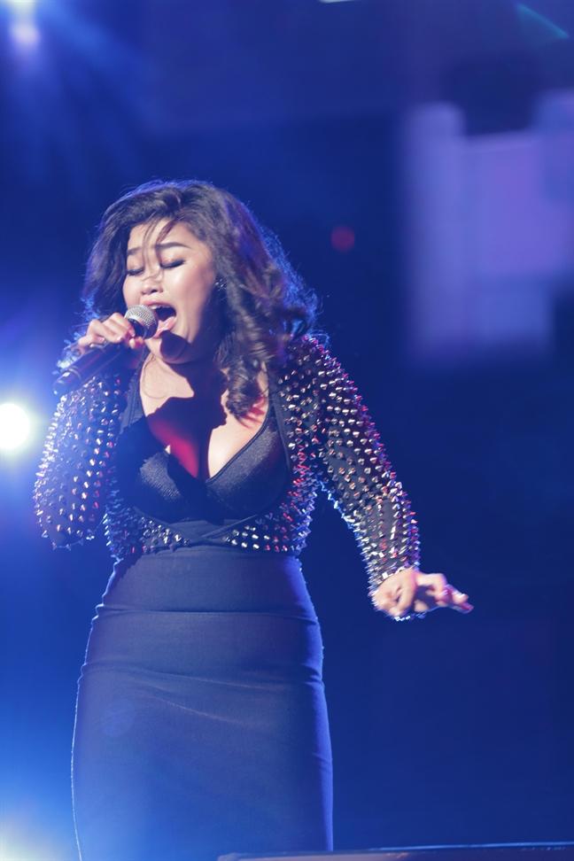 Bich Ngoc - A quan Vietnam Idol 2015: Giong hat la trang suc long lay nhat cua nguoi ca si