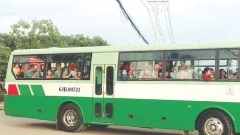 Trần ai những chuyến xe đưa rước công nhân: Chuyến xe 'bão táp'