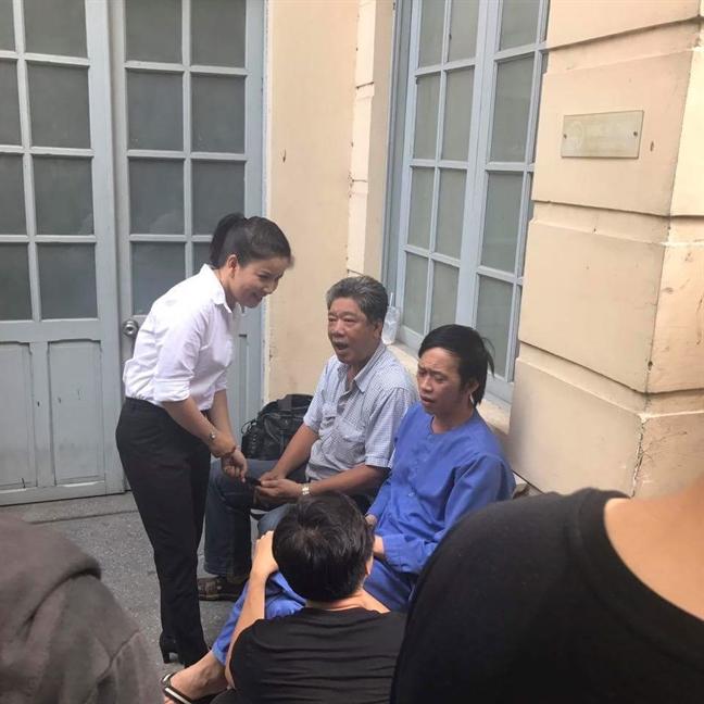 Dien vien Ngoc Trinh bat khoc nuc no truoc toa ngay 4/7